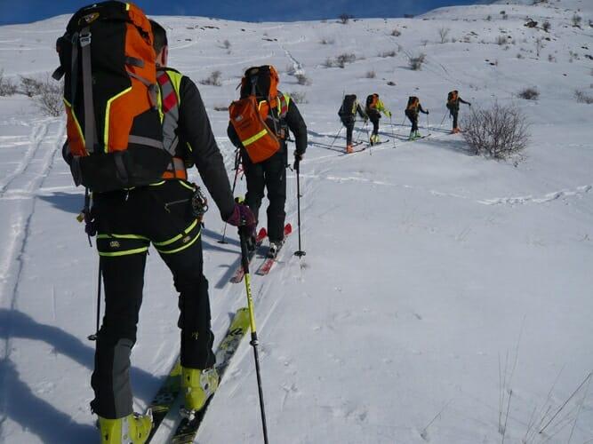 soccorso alpino in montagna sulla neve