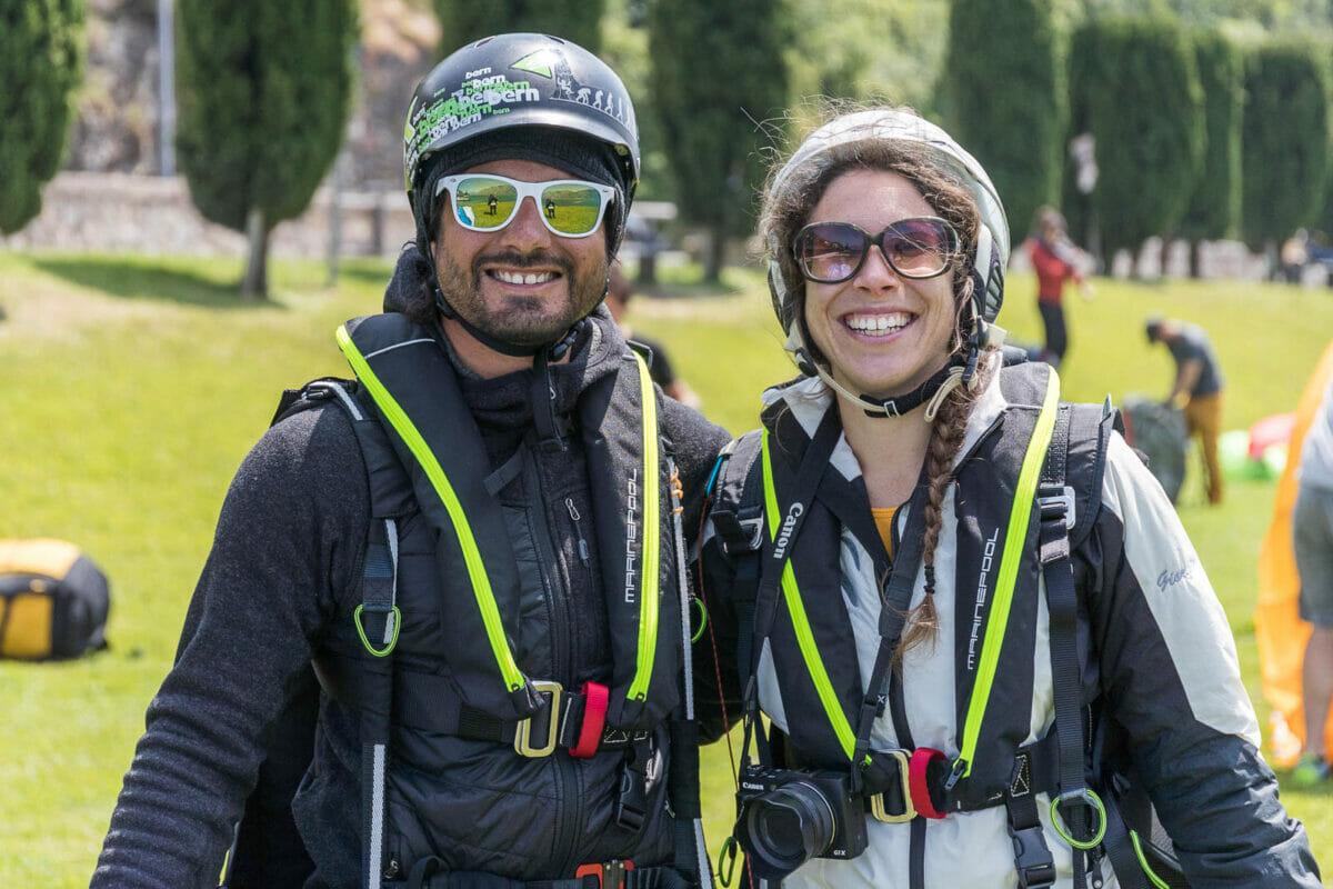 pilota di parapendio e passeggero