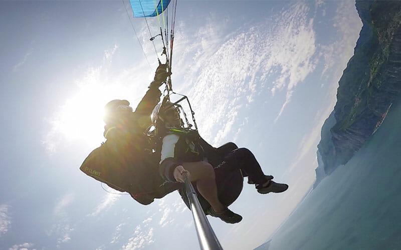 Vista dal volo biposto in parapendio sul Lago di Garda