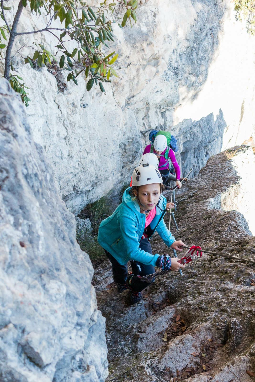 Kinder auf dem Klettersteig sentiero degli scaloni