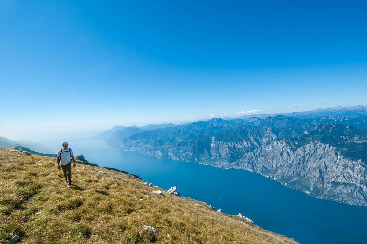 cammino vista lago sul monte altissimo