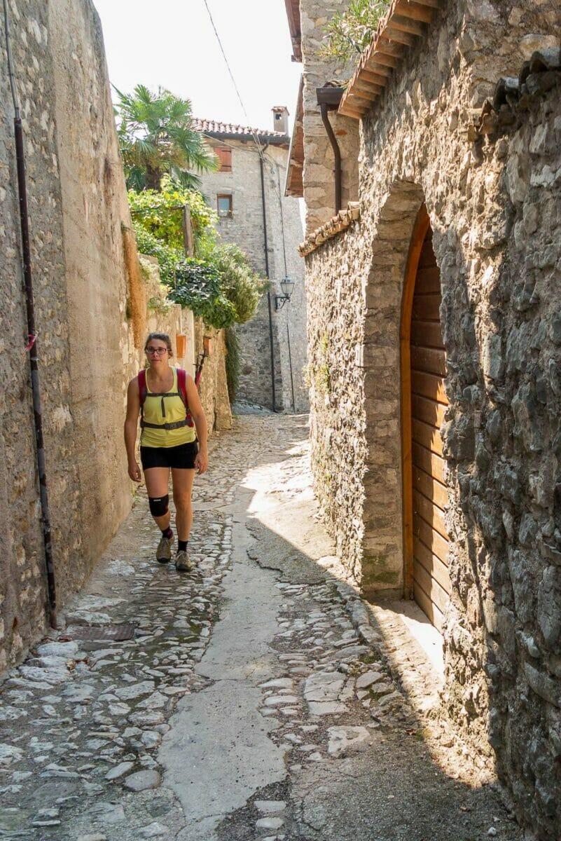 Wandern durch kleine Brenzone sul Garda Gasse