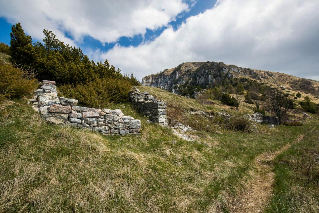 verfallene Festungsanlagen aus dem Ersten Weltkrieg