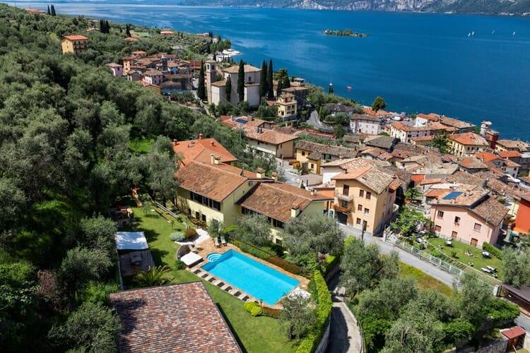 residenza mariu con piscina e lago
