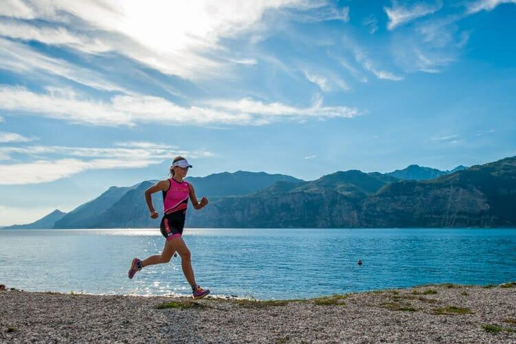 jogging in spiaggia sul garda