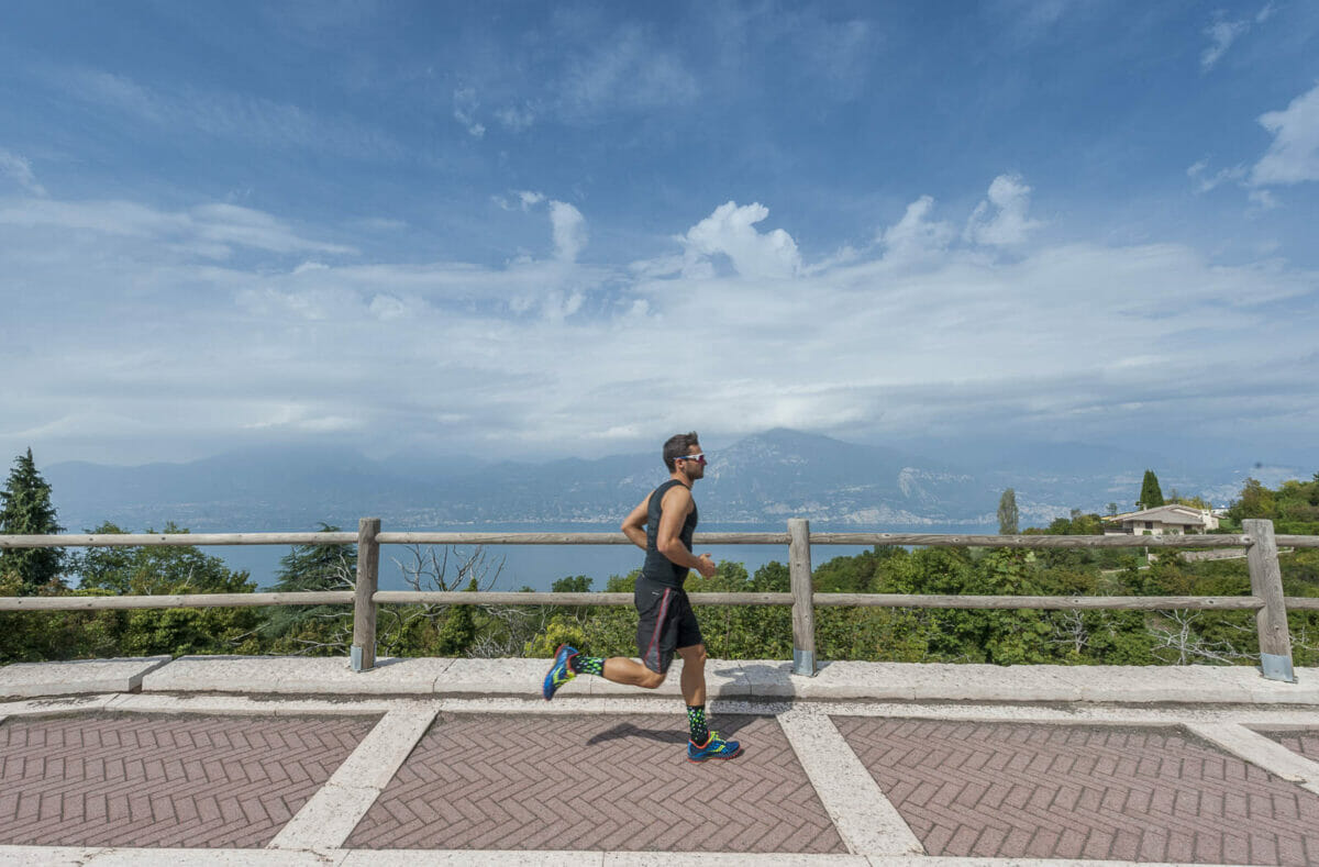 runner with panorama over the lake