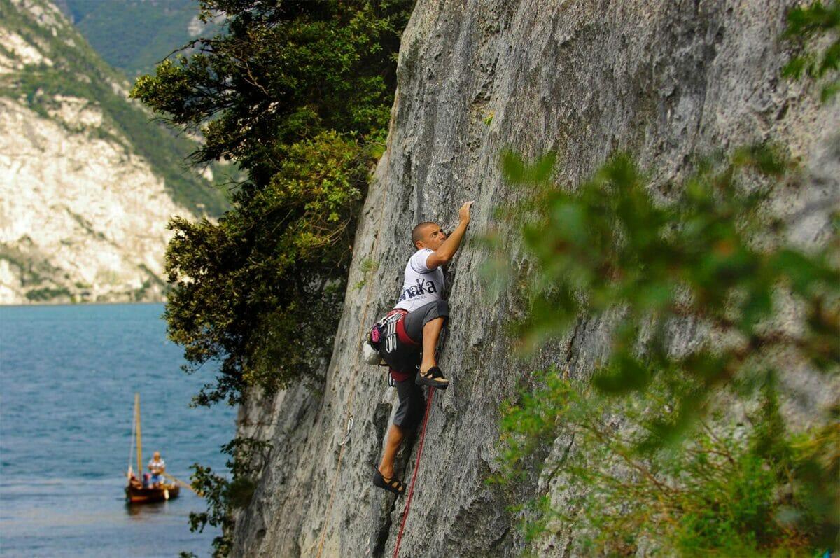 scalatore su placca sul lago