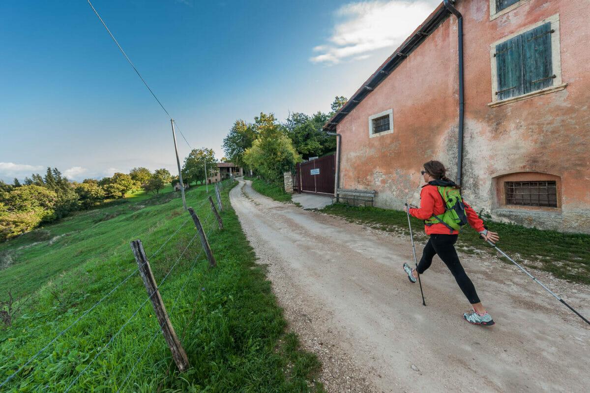sentiero vicino a case