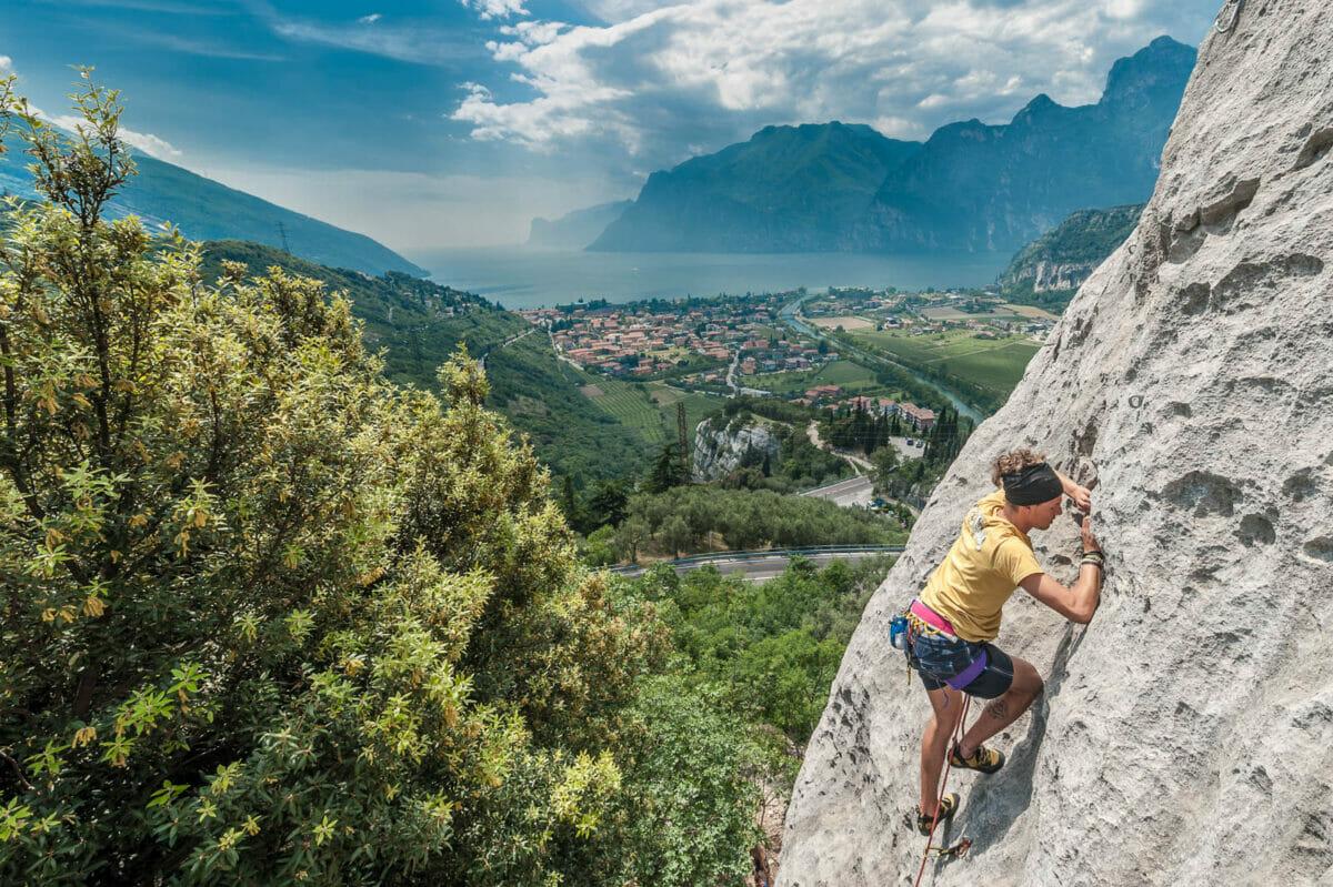 arrampicata al belvedere con vista lago