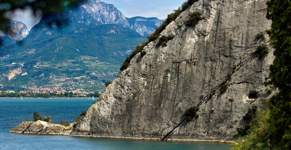 crag on the lake spiaggia delle lucertole
