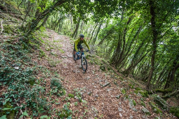 mulattiera sentiero 654 in bici