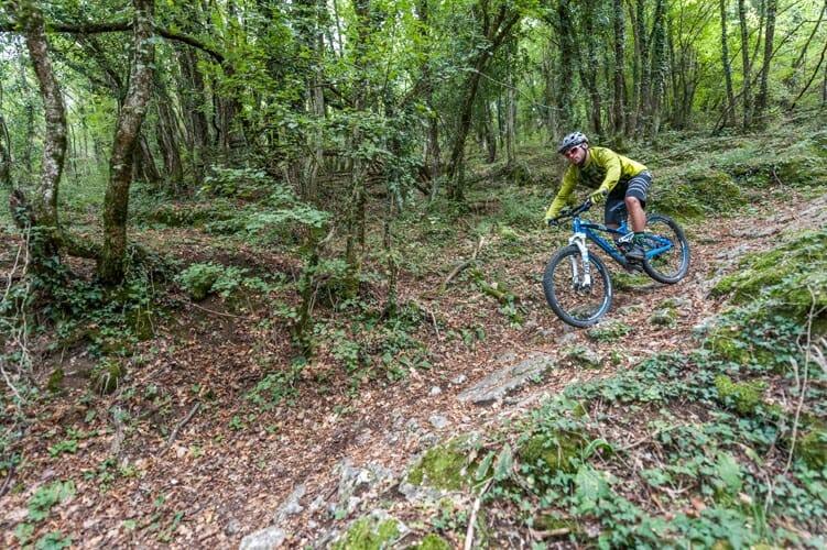 mulattiera ripida sentiero 654 in bici