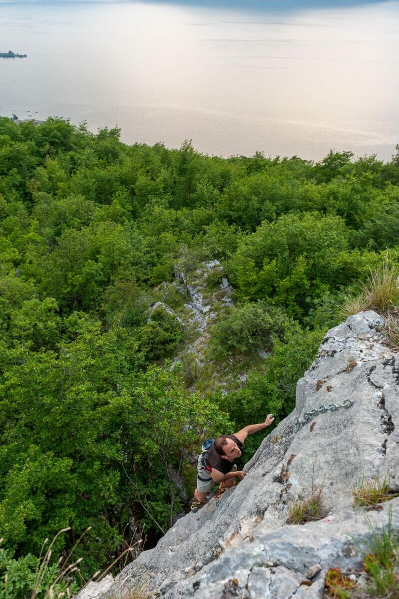 maroc crag in cassone with lake view