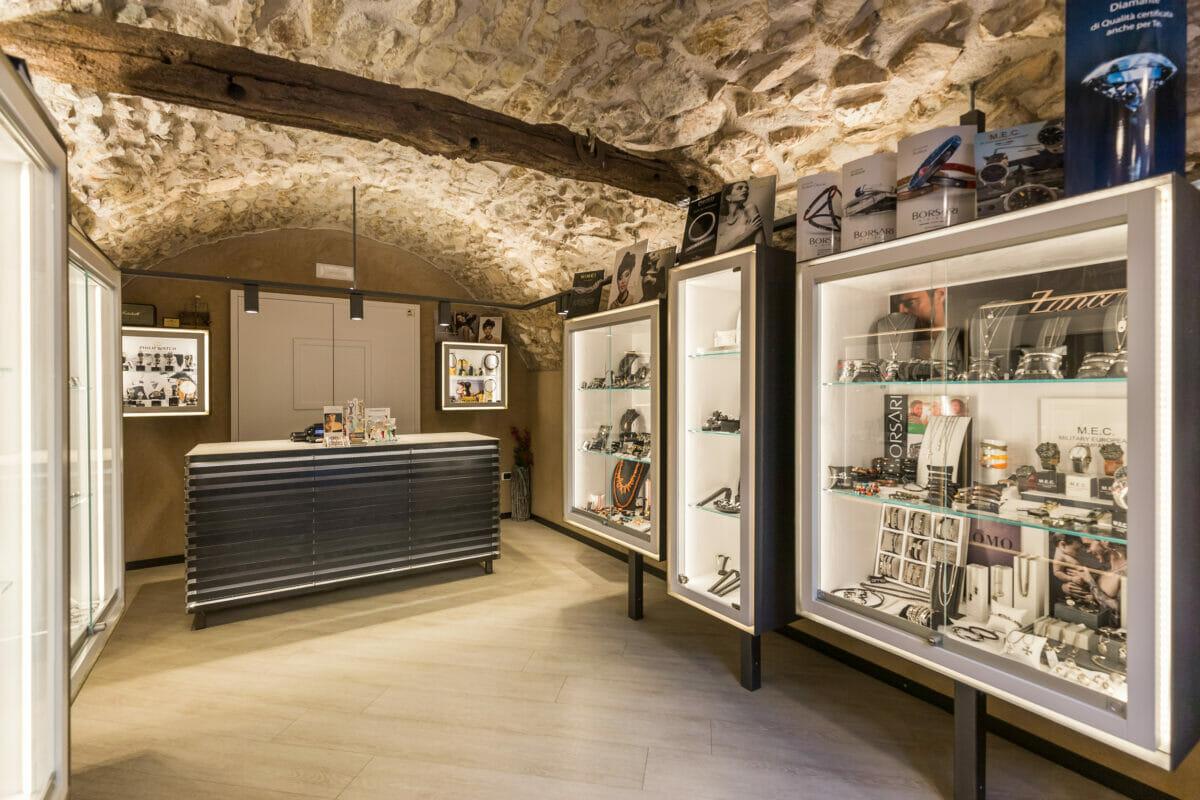 oreficeria zanetti windows shop in the inside on the right