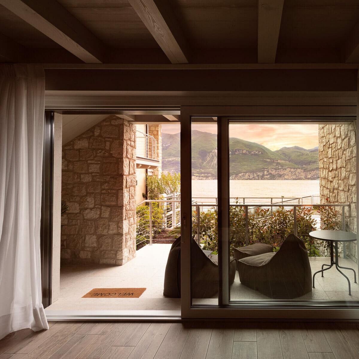 sunset residence finestra su terrazza