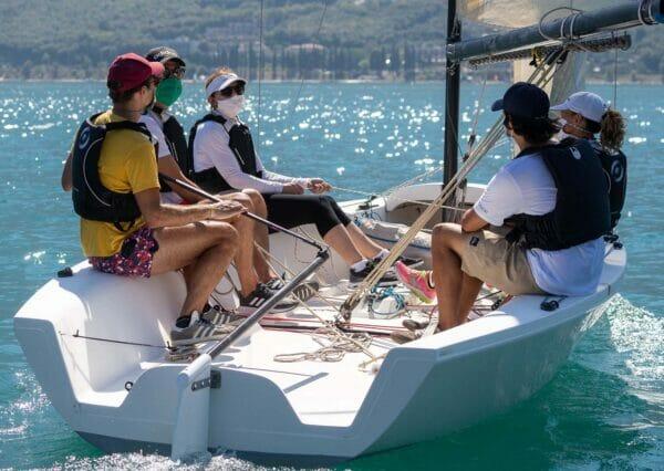 barca a vela con equipaggio