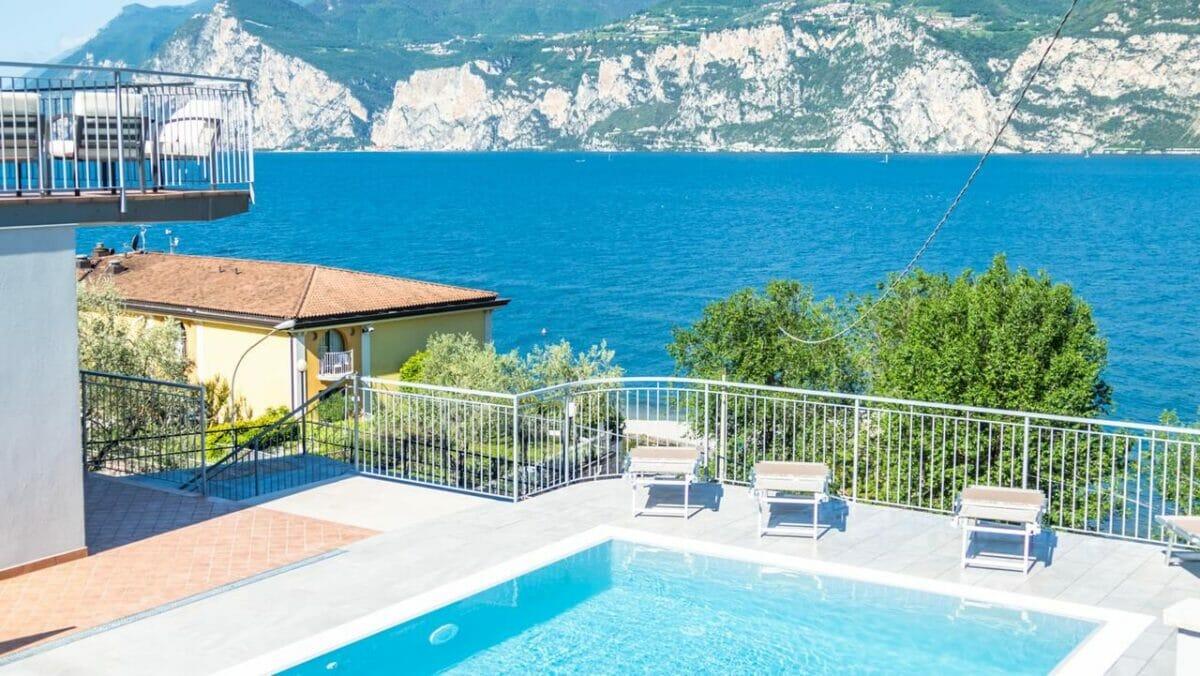 casa marinella schwimmbad und terrasse mit seeblick