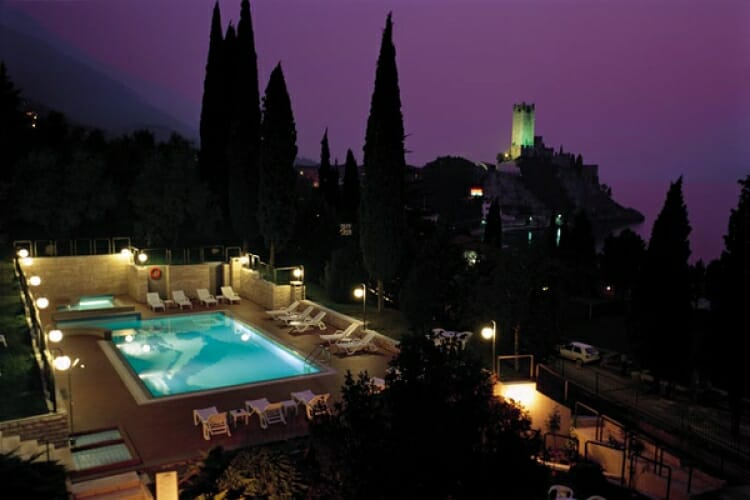 villa lara night view over the castle and the swimming pool