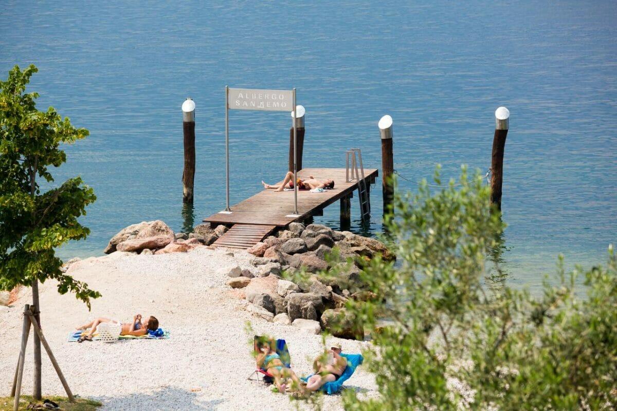 san remo spiaggia con pontile privato