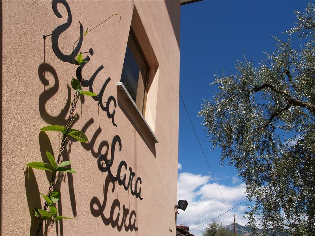 villa lara signboard
