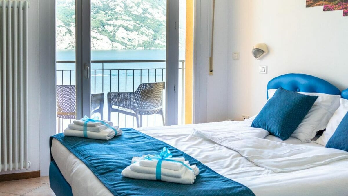 casa marinella double bedroom with lake view