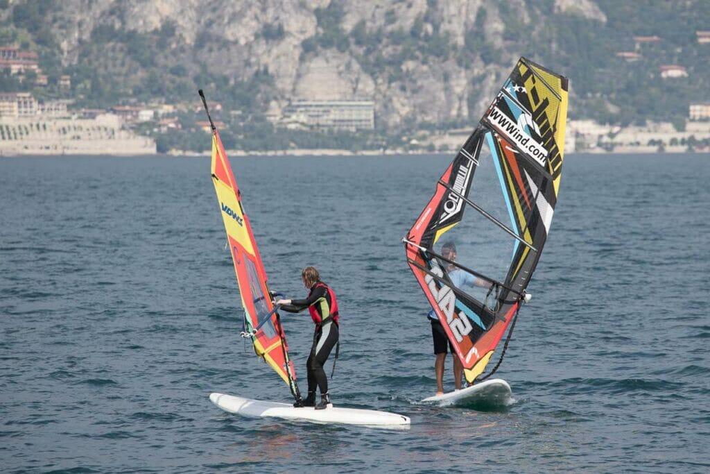 08 corso base di windsurf lago di garda 1 1024x683