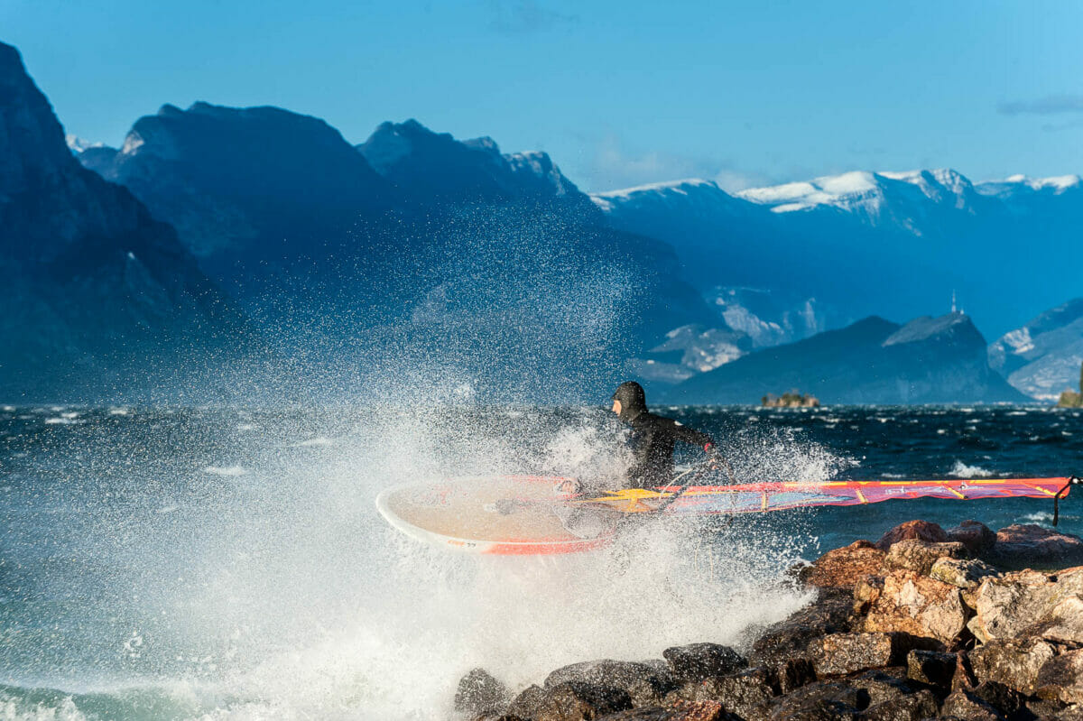 start from the beach with the windsurf