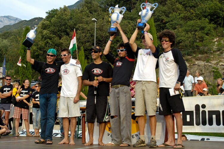award ceremony of the group with trophies