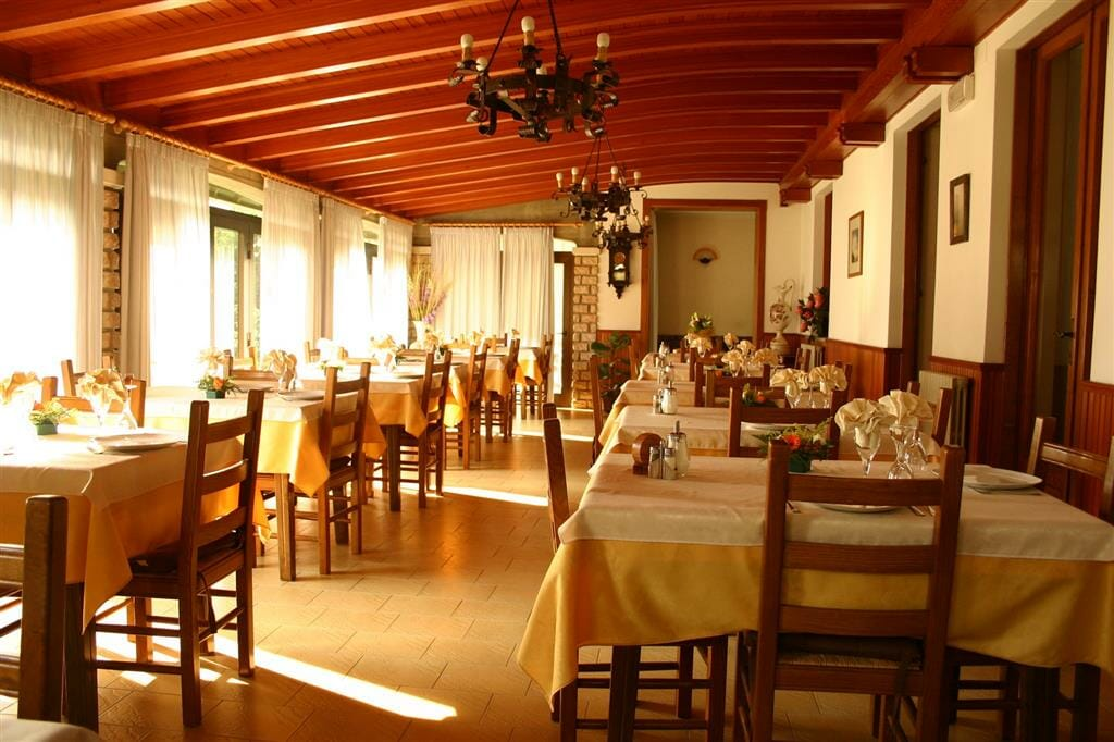 villa lara dining room