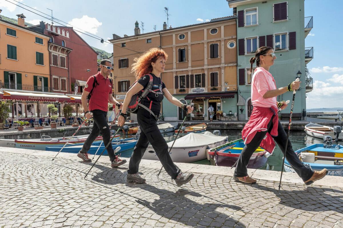 nordic walking auf dem hafen von castelletto