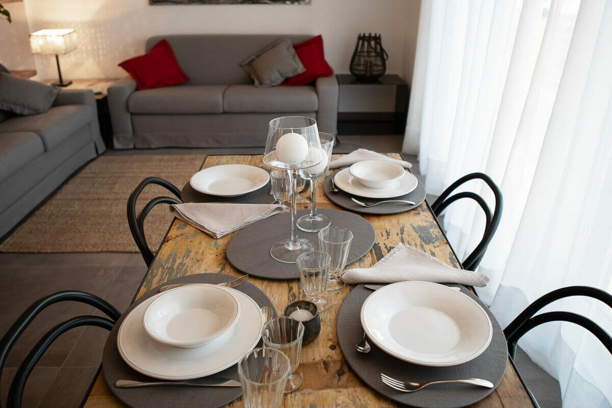 sunset residence tavolo in soggiorno