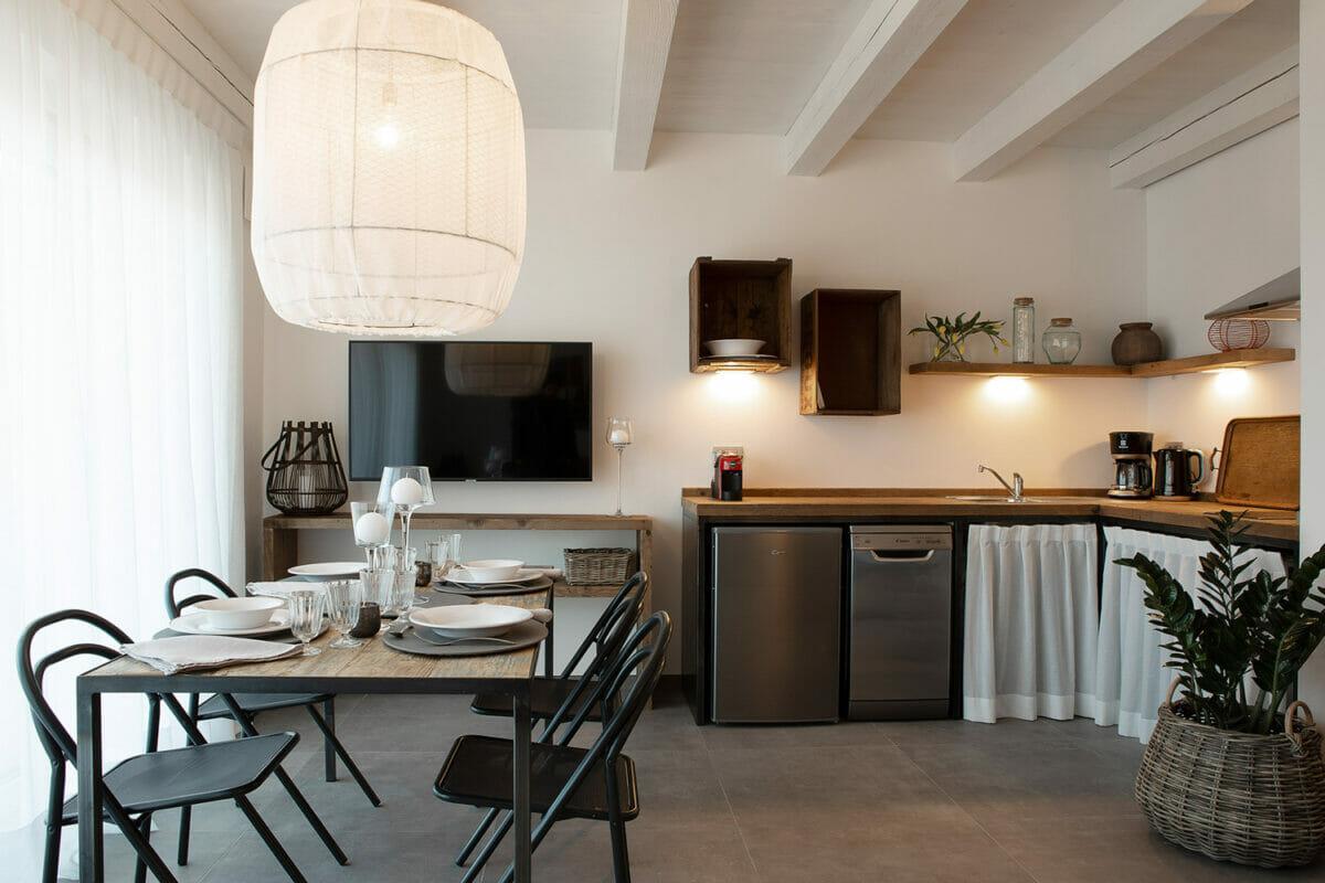 sunset residence cucina luminosa